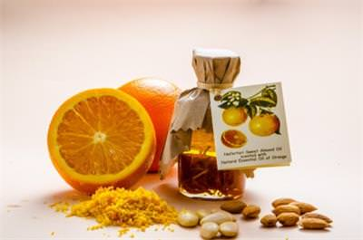 Sweed Almond Oil and Natural Herbal Essencial Oil of Orange with Orange Peel